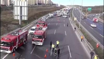Küçükçekmece'de hafriyat kamyonu tankerle çarpıştı - İSTANBUL