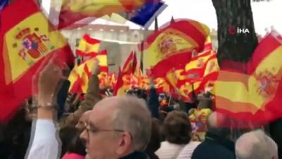 - Madrid'de Binlerce Kişi Hükümetin Katalonya Politikasını Protesto Etti - Göstericiler, İspanya'da Erken Seçim Çağrısı Yaptı