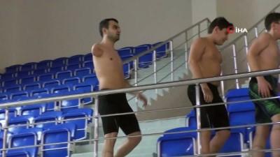 Engelli yüzücü azmiyle örnek oluyor