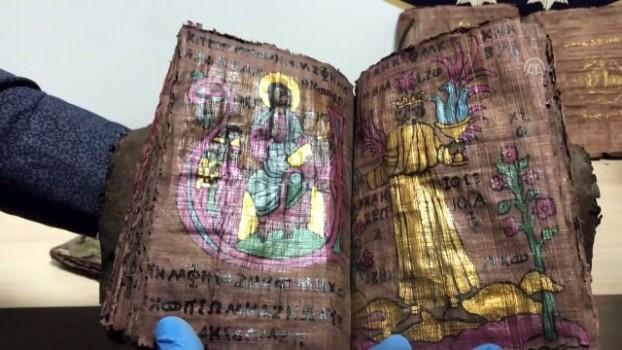 muneccim - Denizli'de yaklaşık bin yıllık altın yazmalı kitaplar ele geçirildi