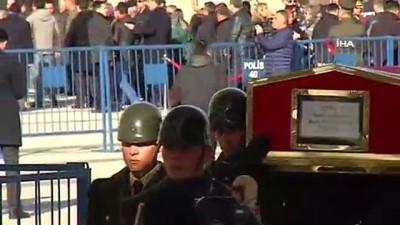 Helikopter kazasında şehit olan Pilot Yüzbaşı Özcan son yolculuğuna uğurlanıyor