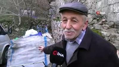 Her gün kilometrelerce yol yürüyen 75 yaşındaki Rıza dede geçimini plastik toplayarak sağlıyor