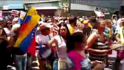 -  Venezuela'da Maduro ve Guadio Destekçileri Meydanlarda