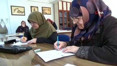 Anneanne ve babaanneler okuma yazma kursunda bir araya geldi