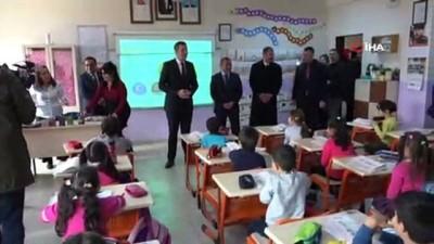 Bakan Selçuk'a, Tunceli'de 'Çılgın Davulcu' şovu