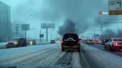 kurtarma ekibi -  - Rusya'da bir otobüs alev alev yandı