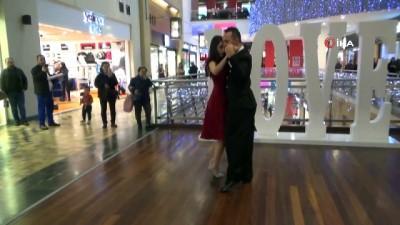 Forum Çamlık'ta sevgililer gününe özel tango gösterisi