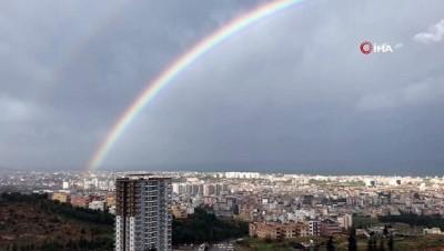İskenderun'da yağmur ve fırtına sonrası görsel şölen