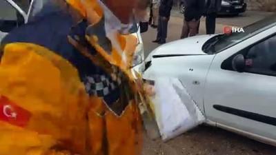 ilk mudahale -  Yavuzeli'nde iki araç kafa kafaya çarpıştı: 3 yaralı