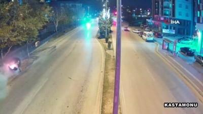 polis kamerasi -  Direksiyon hakimiyetini kaybeden sürücü hızla ağaca çarptı...O anlar mobese kamerasına yansıdı