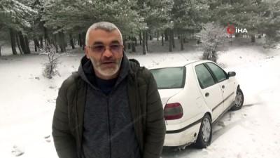 Kazdağları'nda kar yağışı nedeniyle araçlar ilerlemekte güçlük çekiyor