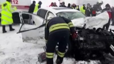 yolcu otobusu -  Otomobil ile otobüs çarpıştı: 1 ölü, 10 yaralı