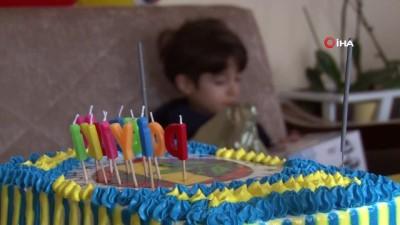Umut'landıran müjdeye pastalı ilk doğum günü kutlaması