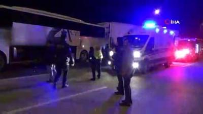 yolcu otobusu -  Yolcu Otobüsü ile TIR Çarpıştı: 4 Yaralı