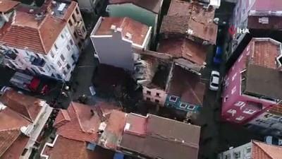 Fatih'te çöken binanın enkazı havadan görüntülendi