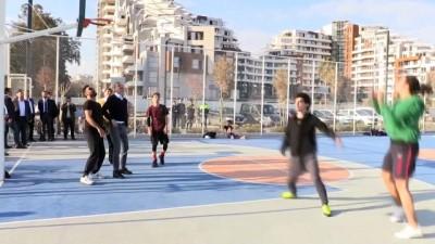 AK Parti Sözcüsü Çelik ve Türel, gençler ile basketbol oynadı - ANTALYA
