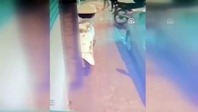 kamera - Motosikletten hırsızlık anı kaydedildi - İSTANBUL