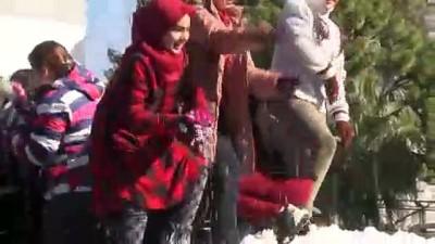 ogretmenler - Antalya'da 18 derecede kar topu oynadılar