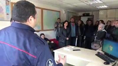 ogretmenler - Öğretmenler yangın tatbikatına katıldı - İSTANBUL