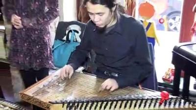 - Berlin'de Türk Sanat Müziği yapan iki Japon takdir topluyor - Türk Sanat Müziği ile tanıştı, Müslüman oldu