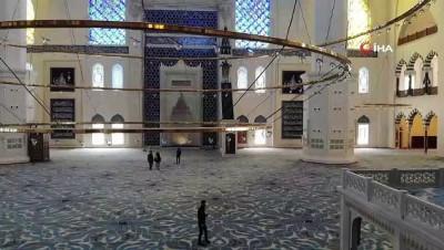 Çamlıca Camii'nde halılar yerleştirildi... Camideki son durum havadan görüntülendi