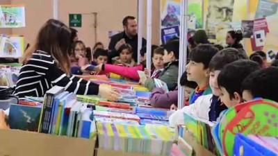 ogretmenler - Harçlıklarını biriktiren minikler kitap fuarında - SAMSUN