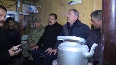 Milli Savunma Bakanı Akar, esnaf ziyaretlerinde bulundu - HAKKARİ