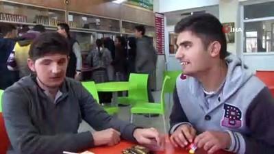 Görme engelli 2 öğrencinin 11 yıllık dostluğu örnek oluyor