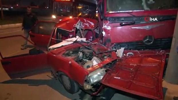polis ekipleri -  İzmir'de trafik kazası: 1'i ağır 2 yaralı Video