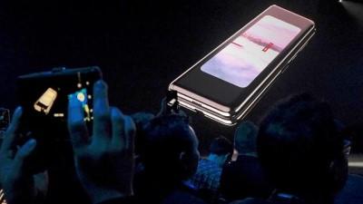 Video : Samsung, katlanabilir Galaxy Fold telefonunu tanıttı