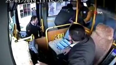 guvenlik kamerasi -  Otobüs şoförü fenalaşan yolcuyu acil servise böyle yetiştirdi