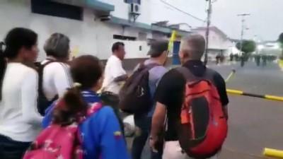 - Başkan Maduro, Ülkeye Yapılan İnsani Yardımları Engelliyor - Venezuela'ya İnsani Yardım Sokulamıyor - John Bolton Güney Kore Gezisini Erteledi - ABD: 'Cezasız Kalmayacak' - Venezuelalı 4 Ulusal Muhafız Kaçtı