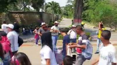 Maduro'ya 'baskı' için konser - CARACAS