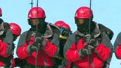 kurtarma ekibi - Mehmetçik afetzedelerin yardımına hazır (1) - KARS