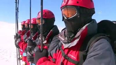 kurtarma ekibi - Mehmetçik afetzedelerin yardımına hazır (2) - KARS