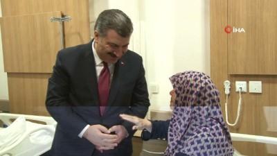 Sağlık Bakanını karşısında gören hasta gözyaşlarına hakim olamadı