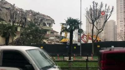 İller Bankası binası kendiliğinden çöktü... Yıkılma anı kameralara böyle yansıdı