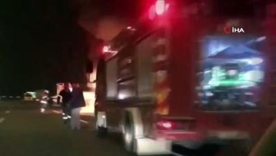 yolcu otobusu -  İzmir'de otobüs alevlere teslim oldu