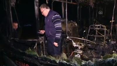 yolcu otobusu - İzmir'de seyir halindeki otobüs yandı