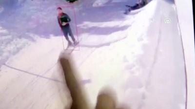 bolat - Uludağ'da çatıdaki kar kütlesinin düşme anı - BURSA