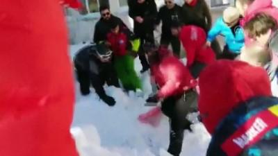 bolat - Uludağ'da kurtarma çalışması sırasında ikinci kar kütlesinin düşme anı - BURSA