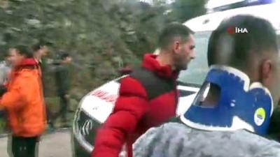 kurtarma ekibi -  Antalya'da minibüsün çarptığı halk midibüsü devrildi: 7 yaralı