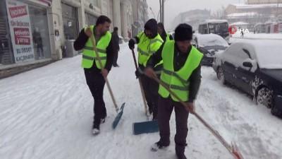 Muş'ta yoğun kar yağışı 150 köy yolu ulaşıma kapattı