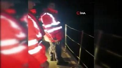 istankoy -  Tekneleri arızalanan göçmenleri Sahil Güvenlik kurtardı
