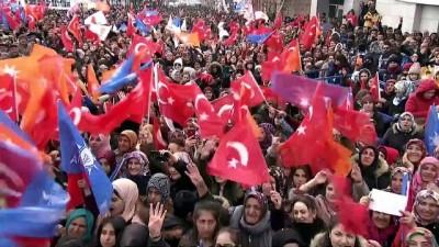 Cumhurbaşkanı Erdoğan, vatandaşlara çay paketi dağıttı - ARDAHAN