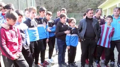 Ünal Karaman'dan futbol okuluna ziyaret - ARTVİN