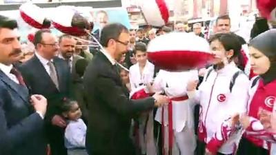 Bakan Kasapoğlu, Yenimahalle'de vatandaşlara hitap etti - ANKARA