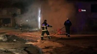 nadan -  Hurda otomobilde çıkan yangın, yanındaki binayı küle çeviriyordu