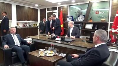 AK Parti Genel Başkanvekili Numan Kurtulmuş: 'Yolları altından da yapsanız milletin gönlüne dokunamadıktan sonra yaptığınız yolların da yaptığınız hizmetinde bir anlamı kalmayacaktır'