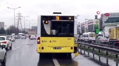 Küçükçekmece'de midibüs halk otobüsüne çarptı: 2 yaralı
